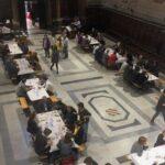 Mensa per i poveri in chiesa nel centro di Roma
