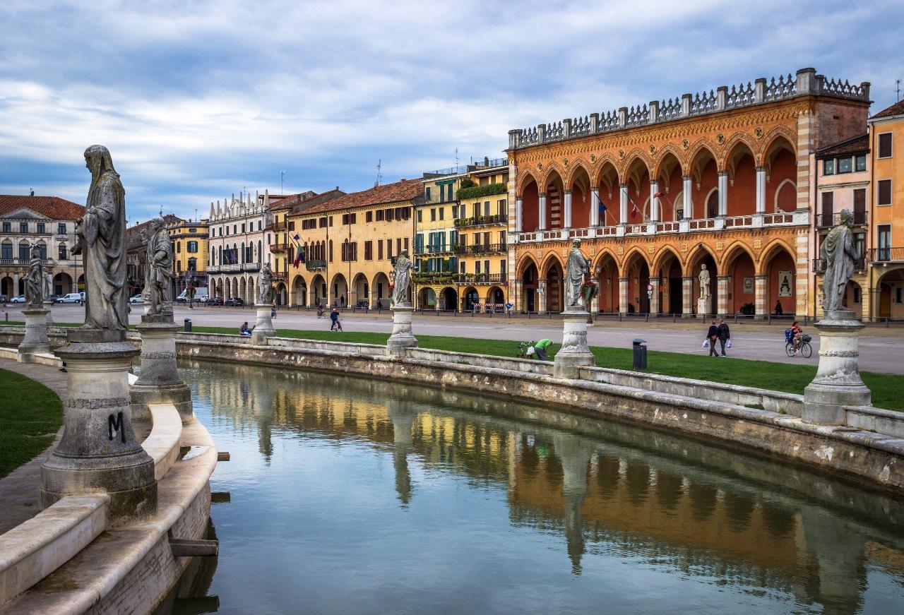 Prato della Valle Padova foto di Ivan Rebic da Pexels